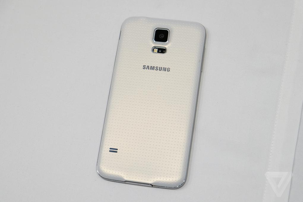 galaxys5-2040-15_verge_super_wide