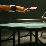 Te pricepi la tenis de masă ?  Urmărește o super confruntare între om vs robot