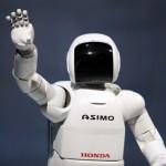 Faceți cunoștință cu ASIMO, cel mai simpatic robot