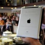 iPad-ul Papei Francisc a fost vândut la licitație pentru suma de 30.500 dolari