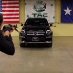 Rezistă un Mercedes GL în fața unui AK-47?
