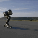 95.84 km/h este noul Record Mondial de viteză stabilit de un skateboard electric