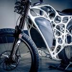 Vezi cum arată motocicleta realizată din pudră metalică printată 3D