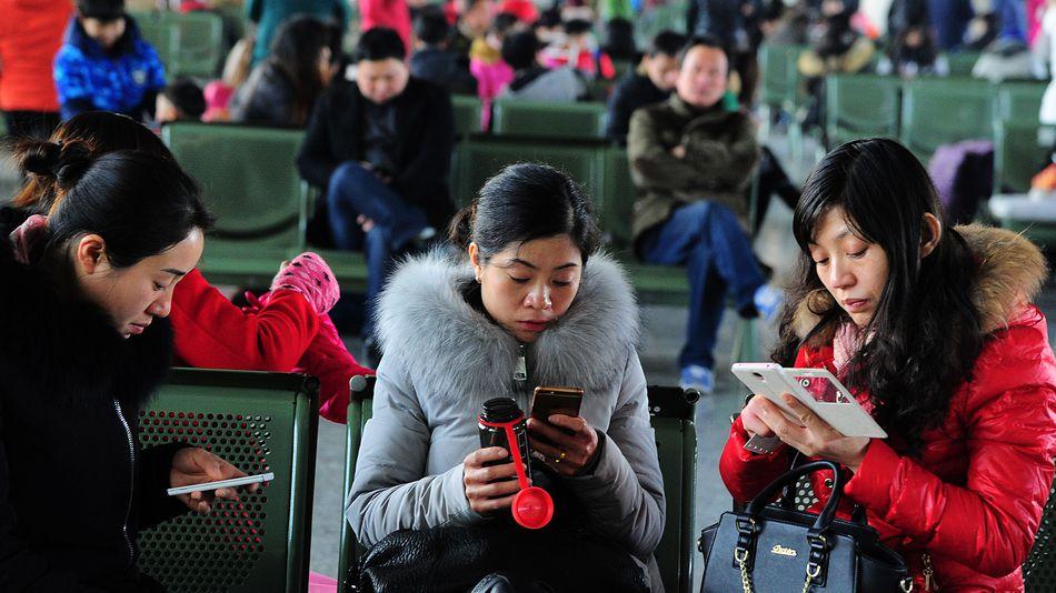 people-smartphone