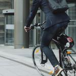 Dispozitivul asta îți transformă într-un minut bicicleta, într-un vehicul electric